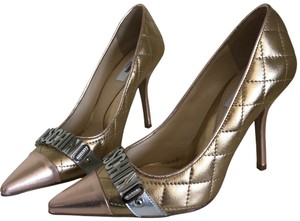 Moschino gold Pumps