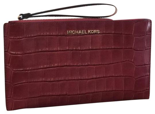Preload https://img-static.tradesy.com/item/23105286/michael-kors-bedford-large-zip-clutch-embossed-cherry-leather-wristlet-0-2-540-540.jpg