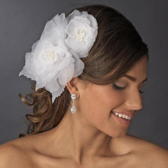 Preload https://img-static.tradesy.com/item/23106036/elegance-by-carbonneau-ivory-or-white-sheer-flower-headpiece-clip-brooch-hair-accessory-0-0-540-540.jpg
