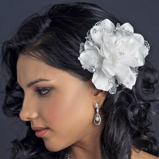 Preload https://img-static.tradesy.com/item/23106108/elegance-by-carbonneau-ivory-crystal-rhinestone-accent-flower-clip-hair-accessory-0-0-540-540.jpg