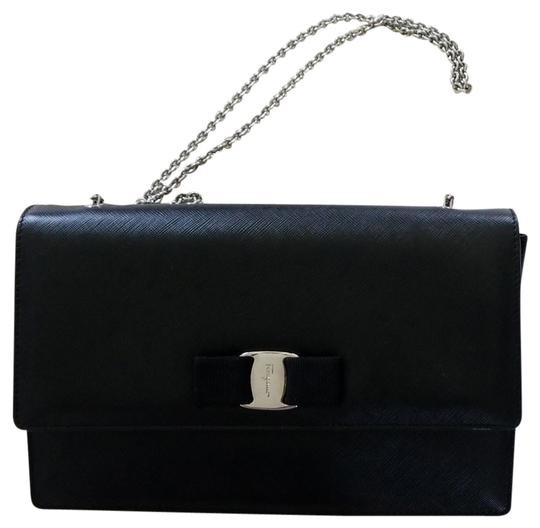 Preload https://img-static.tradesy.com/item/23106314/salvatore-ferragamo-classic-black-leather-cross-body-bag-0-1-540-540.jpg