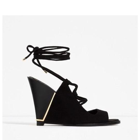 Preload https://img-static.tradesy.com/item/23107137/zara-black-lace-up-wedges-size-us-75-regular-m-b-0-0-540-540.jpg