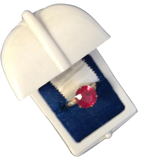 Preload https://img-static.tradesy.com/item/23107490/red-rubygold-solitaire-ring-0-1-540-540.jpg