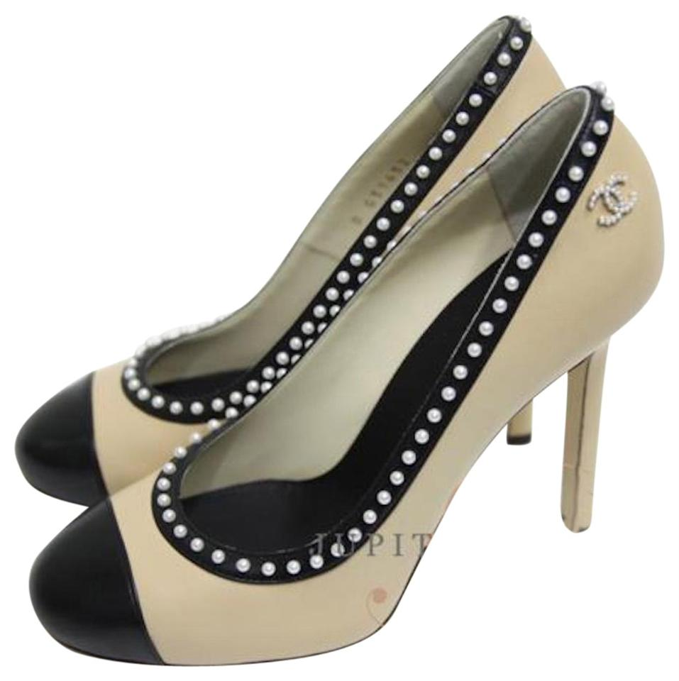 5d5368618b30 Chanel Beige and Black Classic High Heel Pumps Size EU 37 (Approx ...