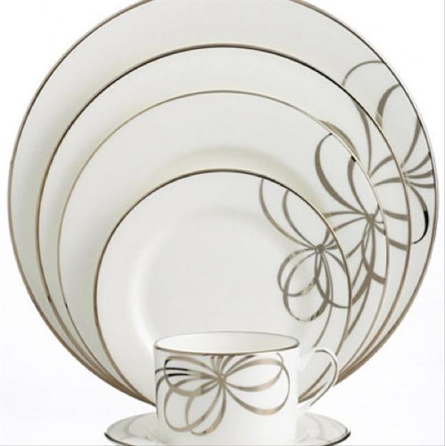 Item - White and Silver Belle Boulevard Dinnerware 5-piece Plate Setting Fine China