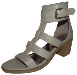 "Madden Girl Dressy Or Casual Style Chic European Look 'isobel' Back Zip 2.5"" Heels grey leather strappy t-strap sandals with chrome buckles Sandals"