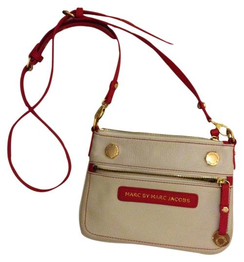 Preload https://item4.tradesy.com/images/marc-by-marc-jacobs-red-trim-off-white-leather-cross-body-bag-2311418-0-0.jpg?width=440&height=440
