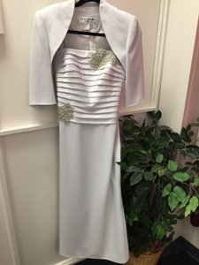 Daymor Couture Silver Polyester Pc Gown Formal Bridesmaid/Mob Dress Size 4 (S)