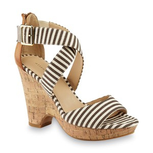 Attention Brown/White Wedges