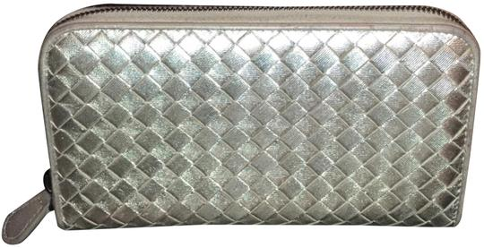 Preload https://img-static.tradesy.com/item/23123696/bottega-veneta-metallic-silver-intrecciato-nappa-zip-around-wallet-0-1-540-540.jpg