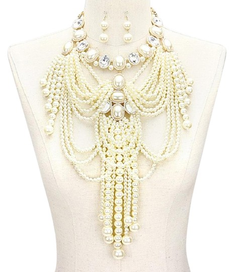 Preload https://img-static.tradesy.com/item/23125312/cream-gold-clear-multi-strand-fringed-pearl-empire-necklace-0-1-540-540.jpg