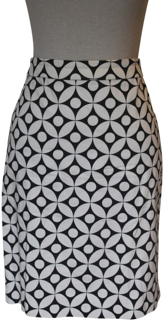 Preload https://img-static.tradesy.com/item/23126118/jcrew-black-and-white-graphic-pencil-knee-length-skirt-size-8-m-29-30-0-1-650-650.jpg