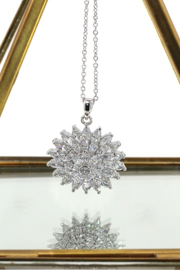 Ocean Fashion Sparkling sunflower crystal silver necklace Image 1