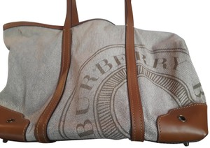 Burberry Tote in Tan and taupe