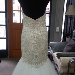 Allure Bridals Ivory Tulle 9325 Traditional Wedding Dress Size 14 (L)