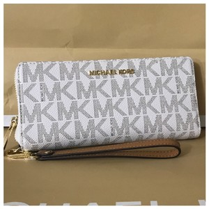 a3e765b4f63747 Michael Kors nwt mk Jet Set Signature Travel Continental Wallet