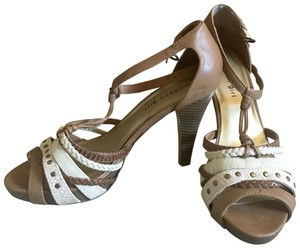 Madden Girl cream/tan Sandals