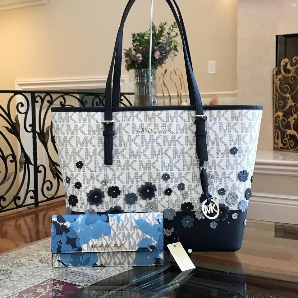 d9d30119147a Michael Kors Leather Flower Carryall Tote in navy/white Image 0 ...