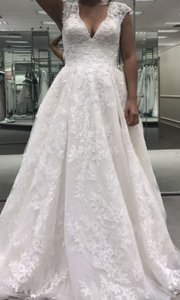 Oleg Cassini Ivory (With Blush Layer Underneath) Tulle Lace Cwg748 Traditional Wedding Dress Size 8 (M)