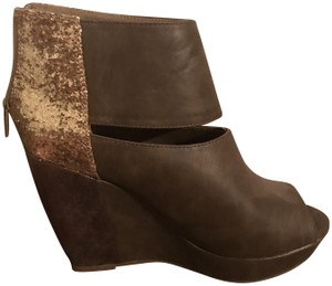 Arizona Jean Company Brown and gold Wedges