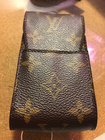 Preload https://img-static.tradesy.com/item/23139558/louis-vuitton-damier-ebene-small-phone-case-tech-accessory-0-0-540-540.jpg