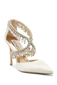 Badgley Mischka Ivory Satn Glamorous Crystal-embellished Pointy Toe Pumps Size US 5.5 Regular (M, B)