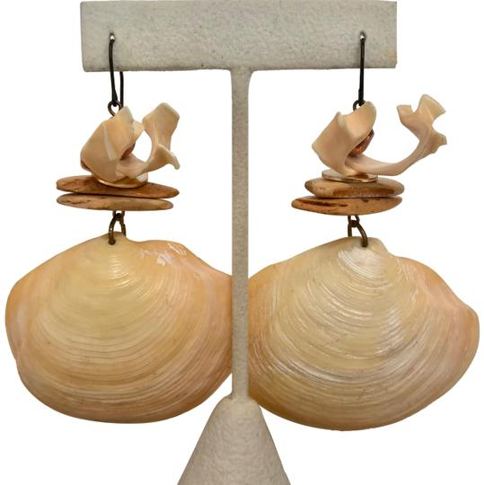 VINTAGE VINTAGE LARGE SEASHELL DANGLE DROP EARRINGS, CREAM WITH BRONZE BEAD