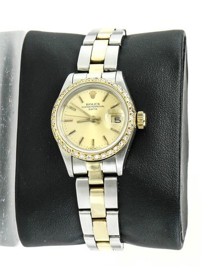 Preload https://img-static.tradesy.com/item/23143790/rolex-two-tone-oyster-perpetual-date-ladies-watch-0-0-540-540.jpg