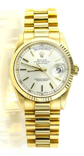 Preload https://img-static.tradesy.com/item/23143802/rolex-solid-gold-day-date-watch-0-0-540-540.jpg
