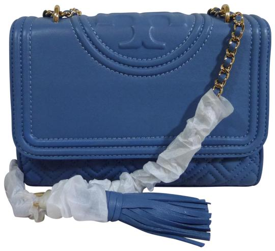 Preload https://img-static.tradesy.com/item/23144038/tory-burch-fleming-lotus-small-shouldercross-sky-blue-leather-shoulder-bag-0-3-540-540.jpg