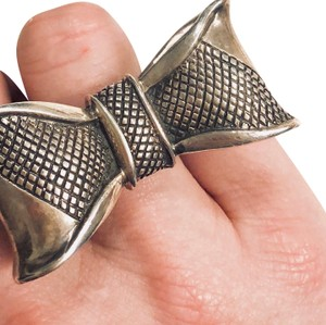 King Baby Bow Ring
