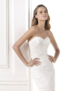 6c12b3acf72 Pronovias Off Wite Lace  Tulle Bella Traditional Wedding Dress Size 10 (M)
