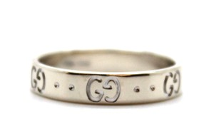 Gucci 18K white gold GG Guccissima logo iconic band ring