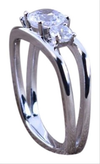 Preload https://img-static.tradesy.com/item/23148827/sterling-silver-34-cttw-halo-wedding-deco-square-engagement-ring-ring-0-1-540-540.jpg
