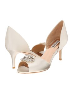 Badgley Mischka Ivory Petrina Peep Toe D'orsay Pump Formal Size US 11 Regular (M, B)