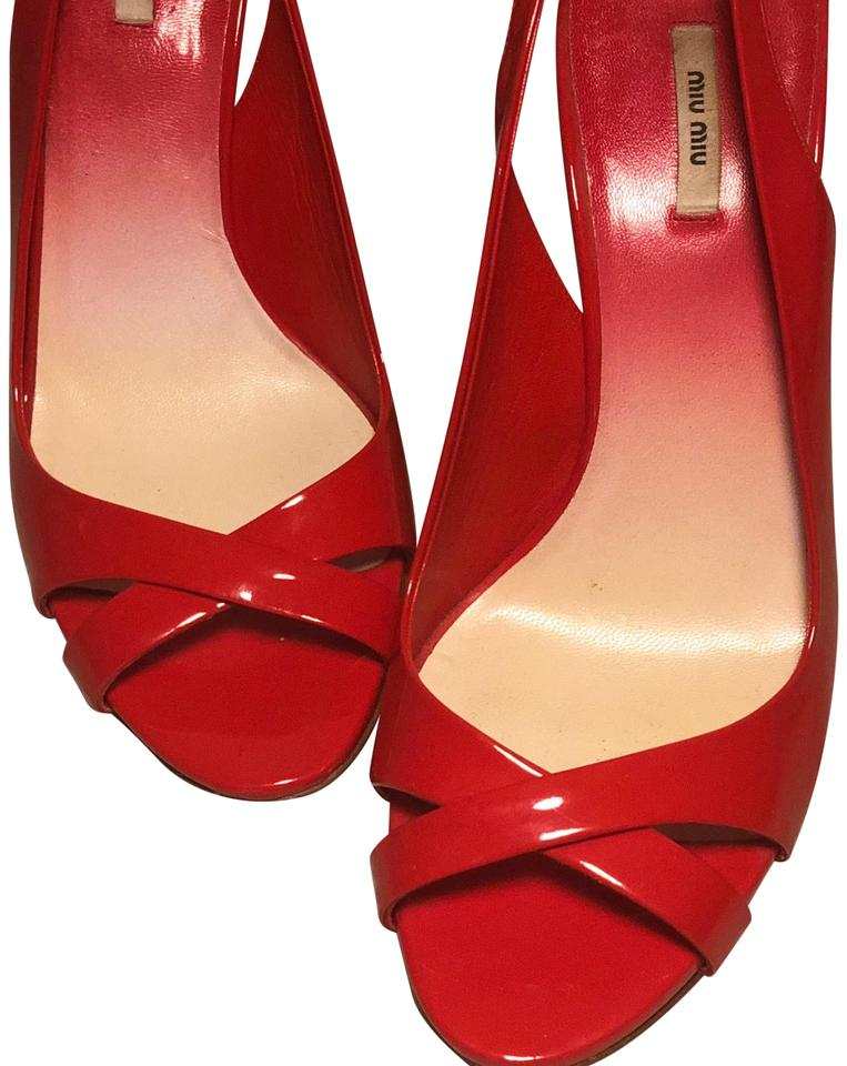 07cce9bb2d4e Miu Miu Slingback Vero Cuoio Made In Italy Patent Leather Coral Pumps Image  0 ...