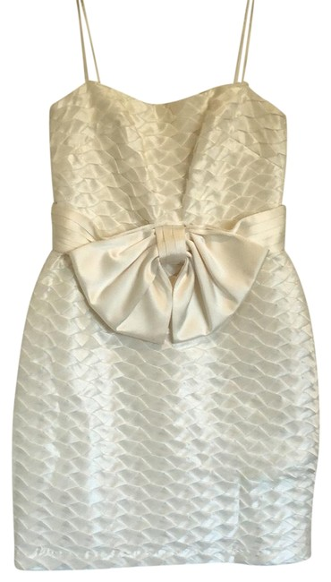 Item - White Abs Short Cocktail Dress Size 6 (S)