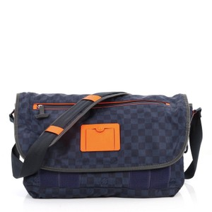 f60a32b2872 Messenger Bags - Up to 90% off at Tradesy