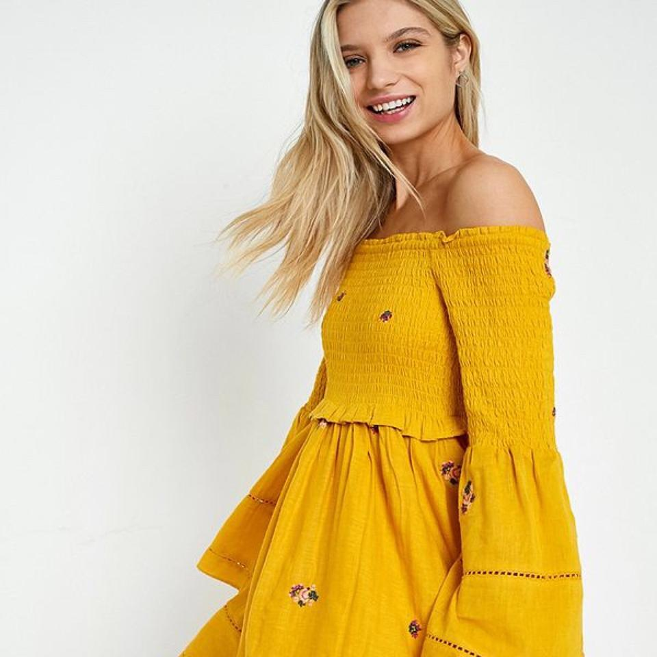 efa9ebee9f0d9 Free People Yellow Counting Daisies Embroidered Off-the-shoulder Short  Casual Dress Size 2 (XS) - Tradesy