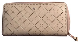 Tory Burch PERFORATED ZIP AROUND CONTINENTAL WALLET