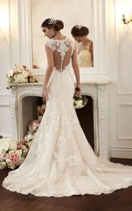 Stella York Ivory Lace and Royal Organza Over Ivory Gown with Ivory Tulle Illusion / 6146 Vintage Wedding Dress Size 8 (M)