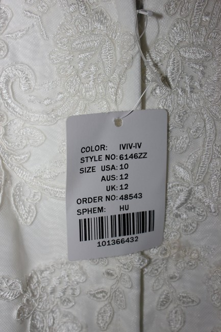 Item - Ivory Lace and Royal Organza Over Ivory Gown with Ivory Tulle Illusion / 6146 Vintage Wedding Dress Size 8 (M)