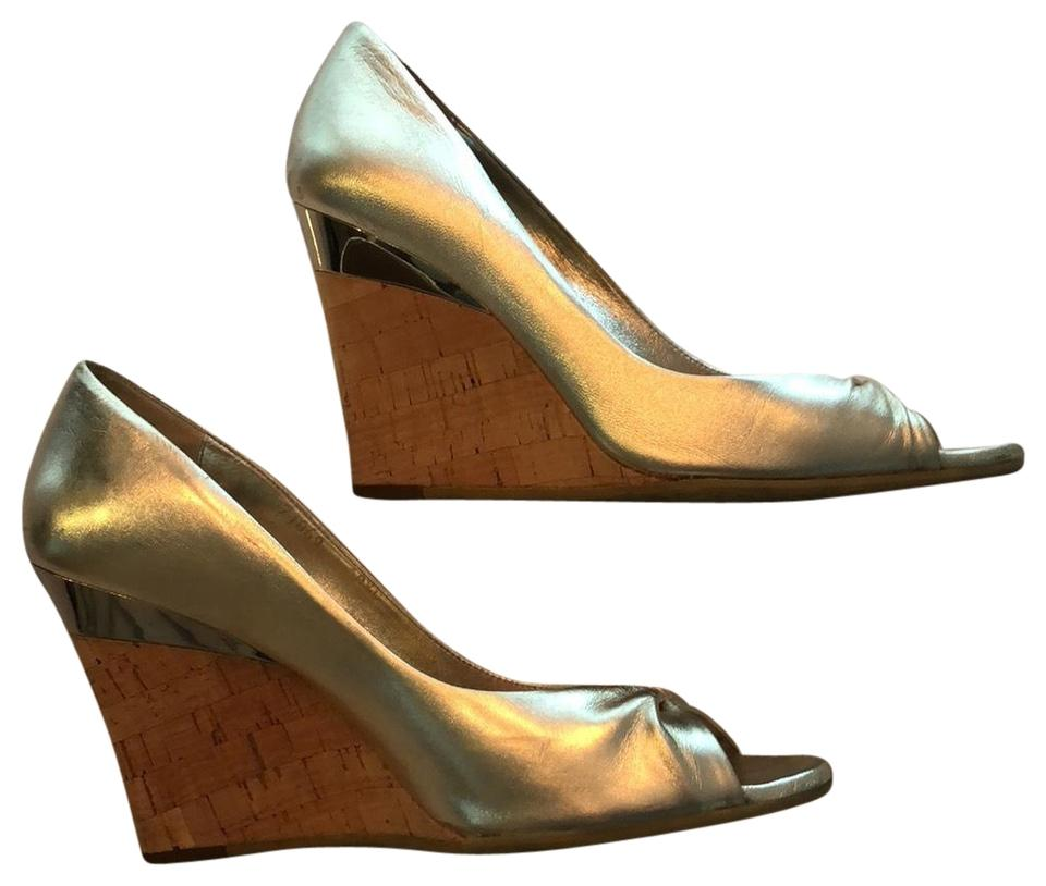 3997e33bfb9 Gucci Gold Sandals Wedges Size US 8.5 Regular (M
