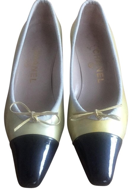 Item - Cream/Black Two Tones Patent Leather Pumps Size EU 38 (Approx. US 8) Narrow (Aa, N)