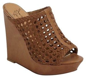 Badgley Mischka Beige Wedges