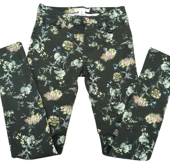 Preload https://img-static.tradesy.com/item/23169709/h-and-m-floral-838-super-cute-and-girly-fits-smaller-than-stated-more-like-4-pants-size-8-m-29-30-0-1-650-650.jpg
