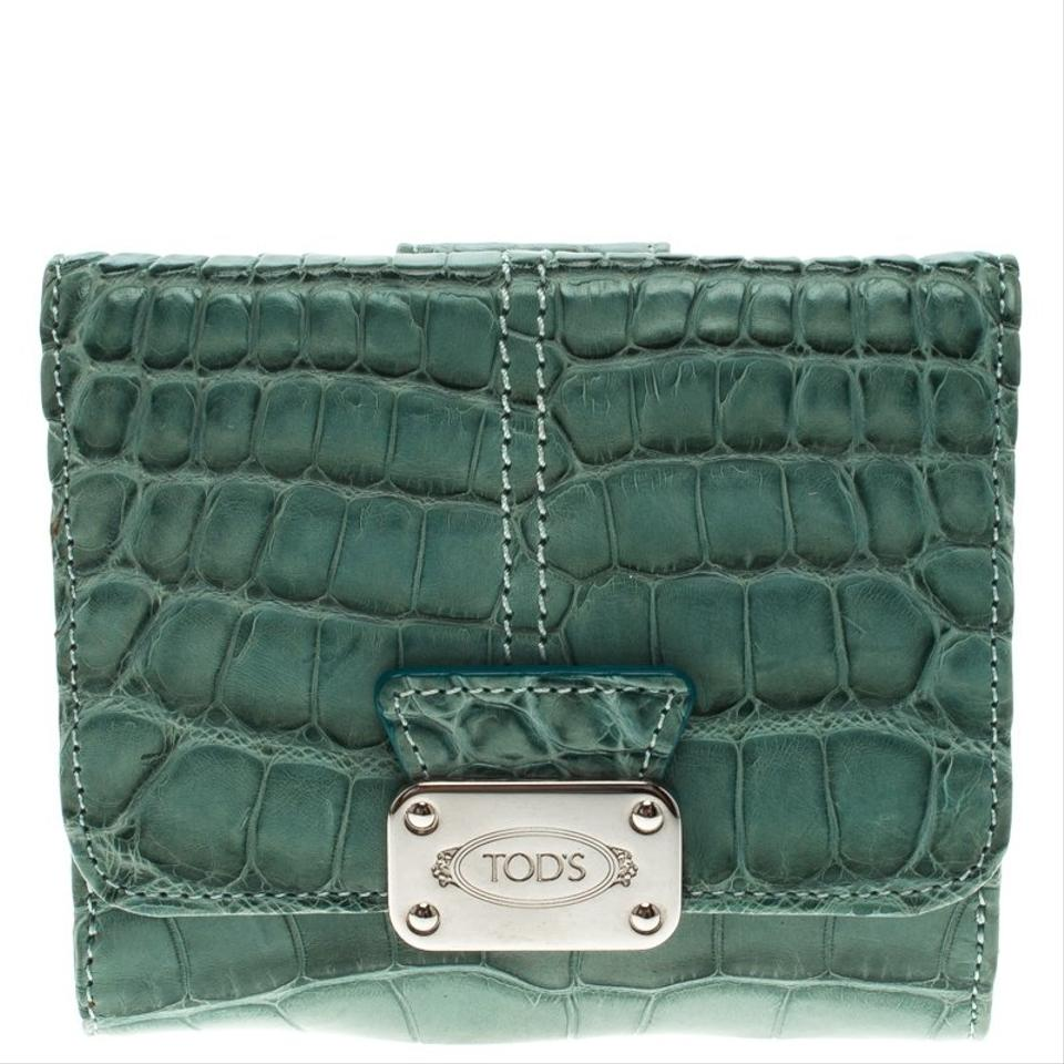 b77499cdd20f Top Tod s Alligator Embossed Compact Wallet Green Leather Clutch - Tradesy  SG43
