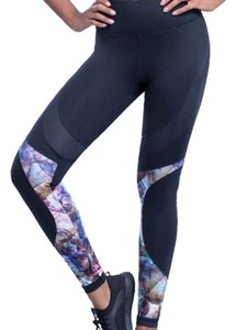 Zobha Zobha Black Ember Print Performance Leggings
