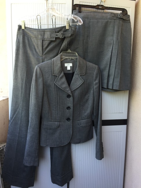 Preload https://img-static.tradesy.com/item/2317286/ann-taylor-loft-grey-3-piece-pant-suit-size-2-xs-0-0-650-650.jpg