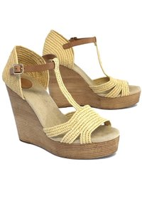 Tory Burch Woven Platfrom Tan Wedges